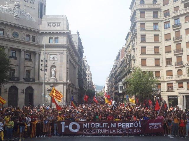 Manifestación estudiantil por el 1-O en Barcelona