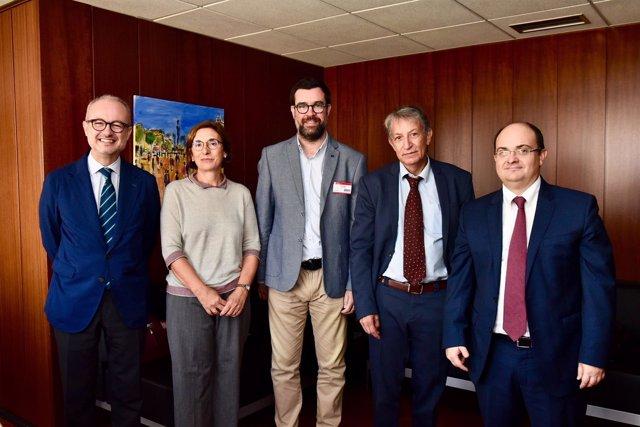 El alcalde de Palma, Antoni Noguera (centro), visita las oficinas de TMB