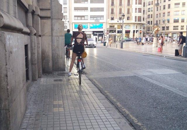Bici en la calle Alicante de València
