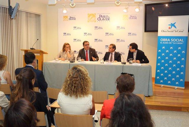 Presentación del programa de ayudas 'La Rosa Blanca' de la UPO