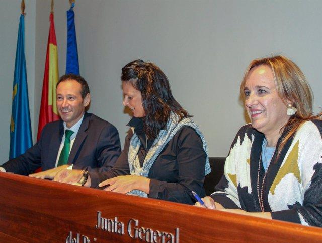 El consejero Guillermo Martínez con las diputadas Diana Sánchez y Nuria Devesa