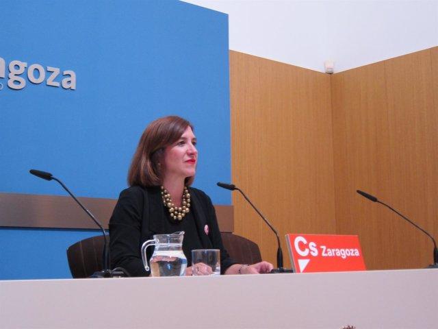La portavoz de Cs, Sara Fernández, en rueda de prensa en el Ayuntamiento
