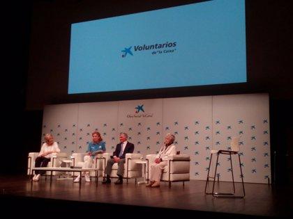 Voluntarios de 'la Caixa' homenajean a los mayores en el CaixaForum de Madrid con la proyección del corto 'Soñando'