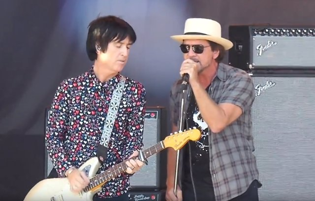 JOHNNY MARR Y EDDIE VEDDER