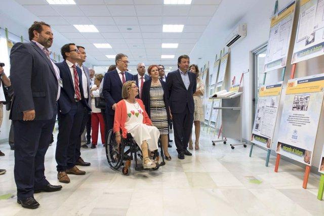 Autoridades en la muestra en Villafranca sobre cambio demográfico