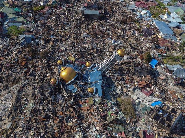 Vista aérea de Palu tras el terremoto y el tsunami