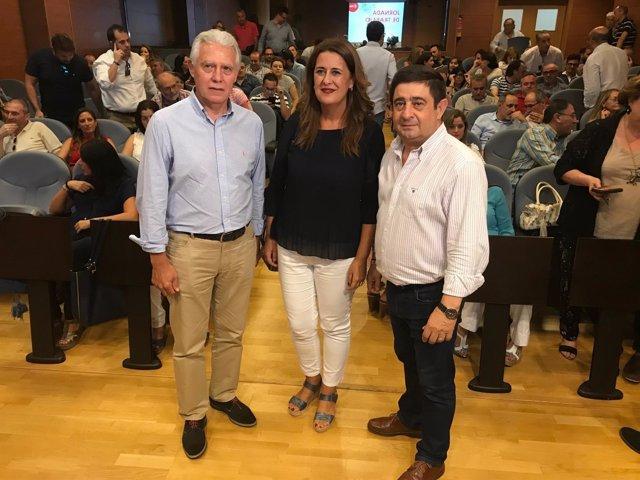 Menacho, Gaya y Reyes en el encuentro organizado por el PSOE de Jaén.