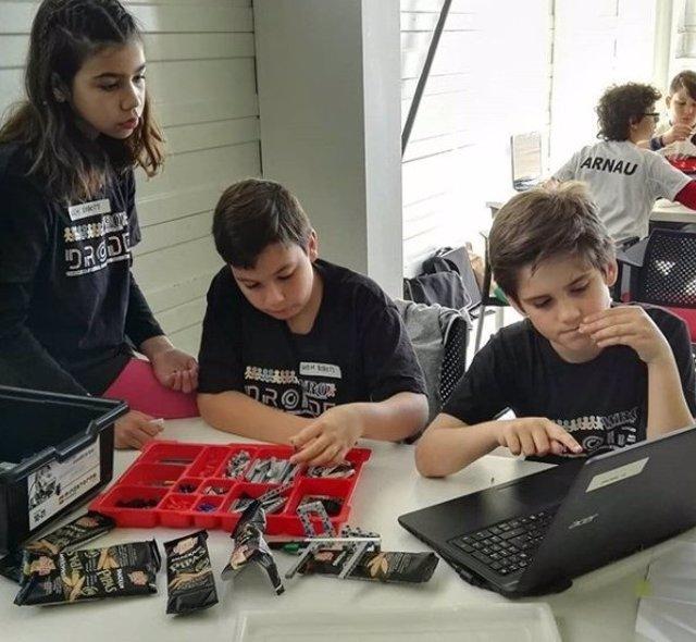 Manuel, Marcos e Irene, equipo de MIM Robots