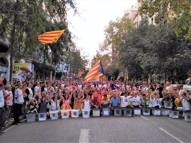 Manifestación de la Plataforma 1 d'Octubre en el primer aniversario del 1-O