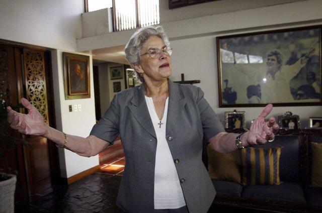 La expresidenta de Nicaragua Violeta Barrios.
