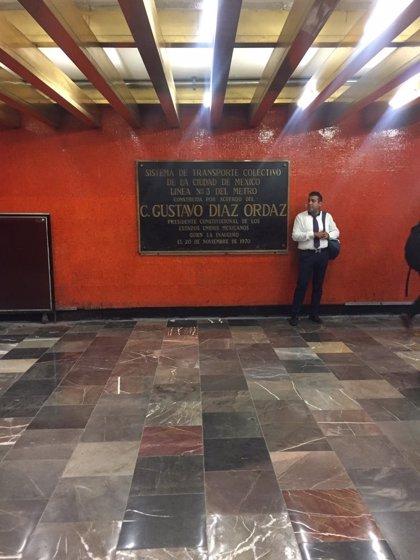 Retiran las placas conmemorativas al presidente mexicano Díaz Ordaz en el 50 aniversario de Tlatelolco
