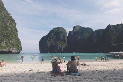 Maya Bay y otros nueve destinos en peligro por el turismo de masas