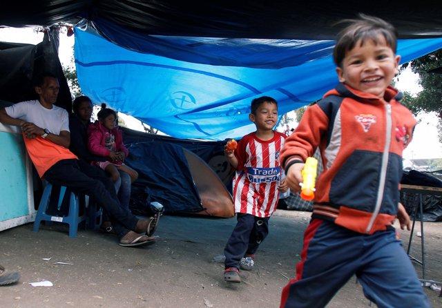 Inmigrantes venezolanos en un capmaneto en Ecuador