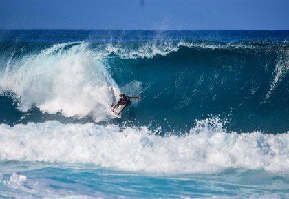 La surfista brasileña Maya Gabeira entra en el libro Guinness