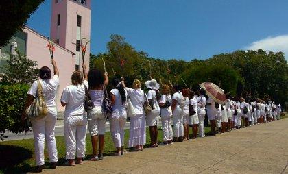 Arrestan a 20 Damas de Blanco en Cuba