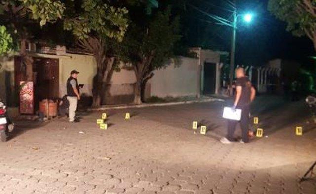 Policía investigando el lugar del asesinato del exdiputado