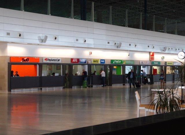 El aeropuerto de fuerteventura ampl a su oferta de 39 rent a for Oficina ryanair madrid