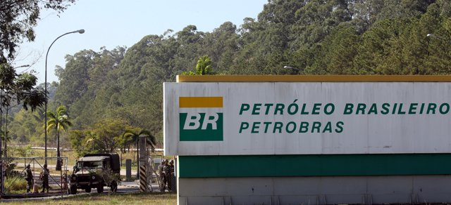 Army officers take position near the entrance to Petrobras Henrique Lage Refiner