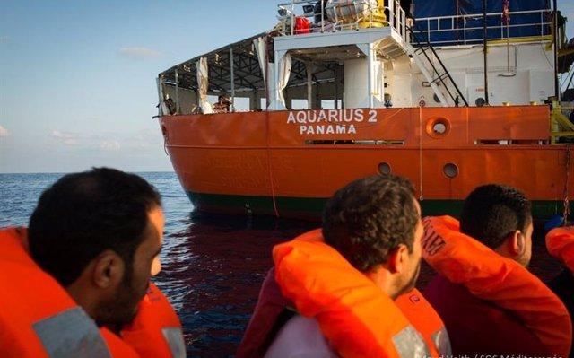 El 'Aquarius' llega a Marsella sin saber si podrá volver a zarpar hacia aguas internacionales