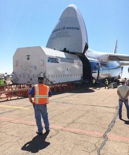 El satélite Amazonas 5 llega a la base espacial de Baikonur
