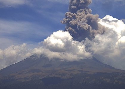El volcán Popocatépetl pone en alerta a México tras expulsar enormes columnas de ceniza