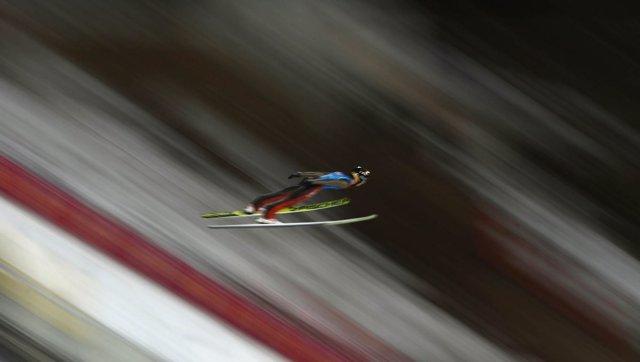 Un saltador de esquí, en plena competición olímpica