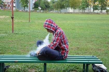 Los jóvenes que vapean tienen más probabilidades de fumar cigarrillos