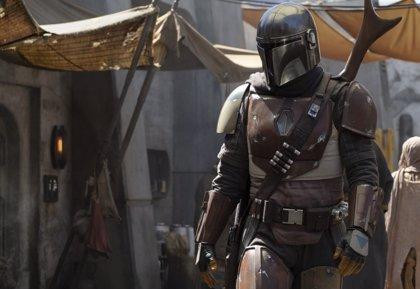 Star Wars lanza la primera imagen de El Mandaloriano y anuncia sus directores