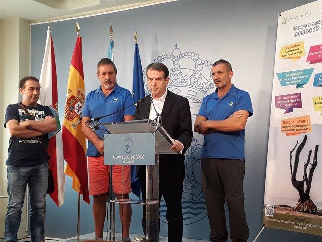 Abel Caballero en rueda de prensa con representantes de Montes de Vigo