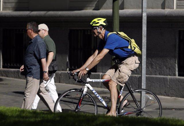 Ciclistas, bicicleta, transporte, peatones, tráfico