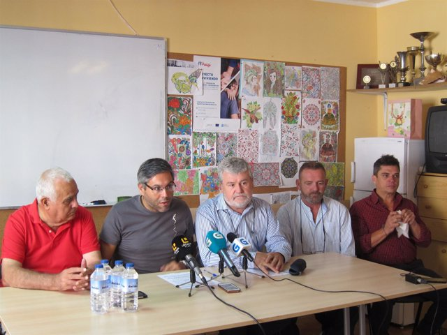 Representantes de las aavv de Teis y Chapela