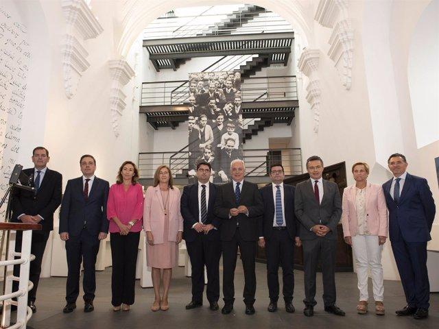 El Consejo de Gobierno en Torrecilla junto a su alcalde, Sergio Martínez