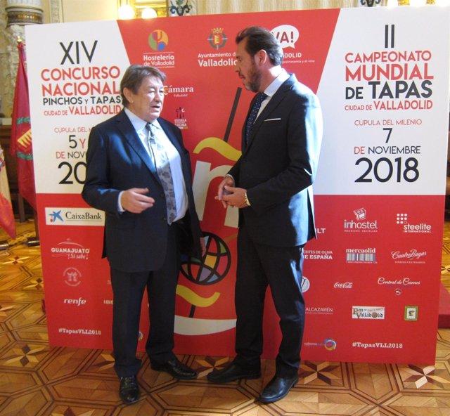 El alcalde de Valladolid (dcha) junto a Luis Cepeda. 5-10-2018