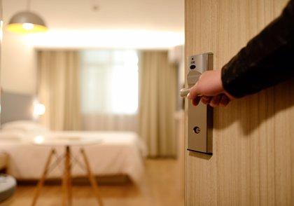 Vía libre al poliamor y a las parejas swingers en los hoteles de Buenos Aires