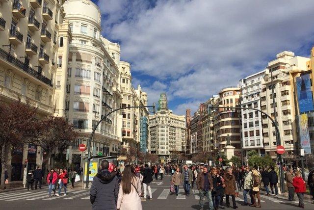 Imagen de población, habitantes en uan calle de València