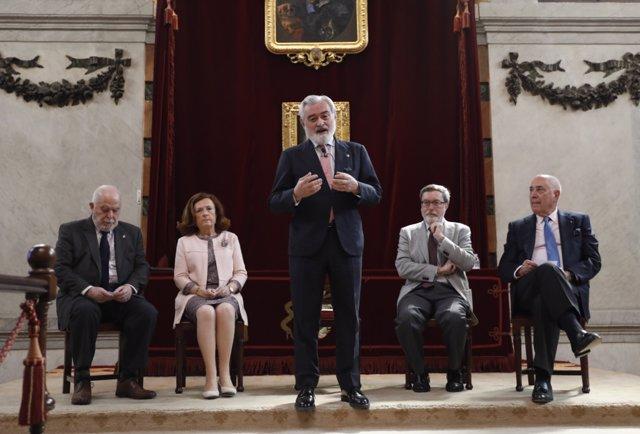 Darío Villanueva presenta la nueva plataforma de servicios lingüísticos