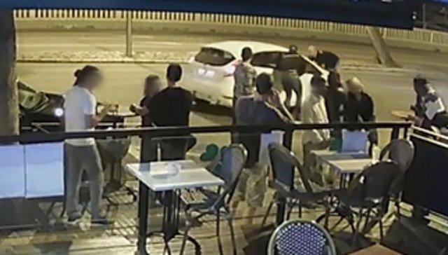 Imagen del momento de atropello a un empleado de un local de ocio de Palma