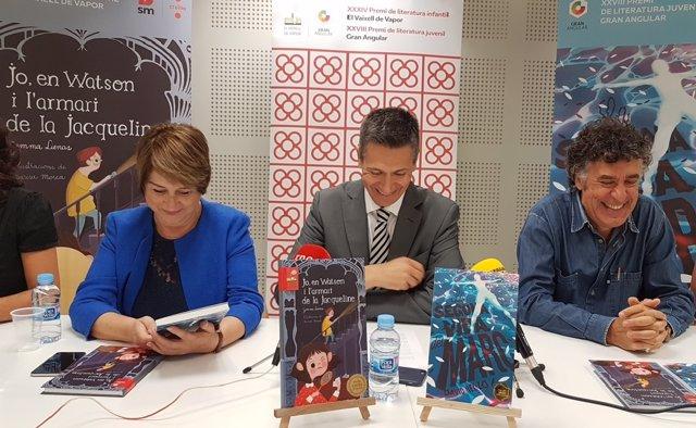 De izquierda a derecha, Gemma Lienas, ganadora de El Vaixell de Vapor, Josep Mar