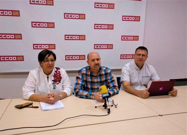 Cruz, Pina y Abenia, en la sede de Comisiones Obreras.
