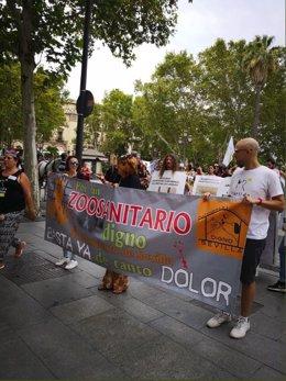 Pancarta de la plataforma por un Zoosanitario Digno