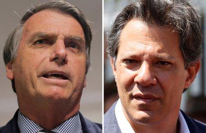 El ultraderechista Bolsonaro se mide el domingo al académico Haddad en las presidenciales de Brasil