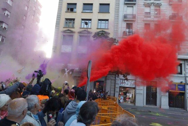 Protesta ante la Subdelegación del Gobierno en Girona en el aniversario del 1-O