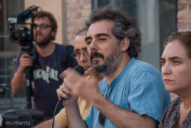 El diputado de En Comú-Podem Raimundo Viejo con Ada Colau