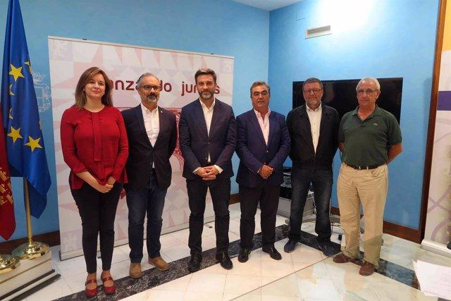 El portavoz del Grupo Parlamentario Socialista Joaquín López Pagán, en su visita