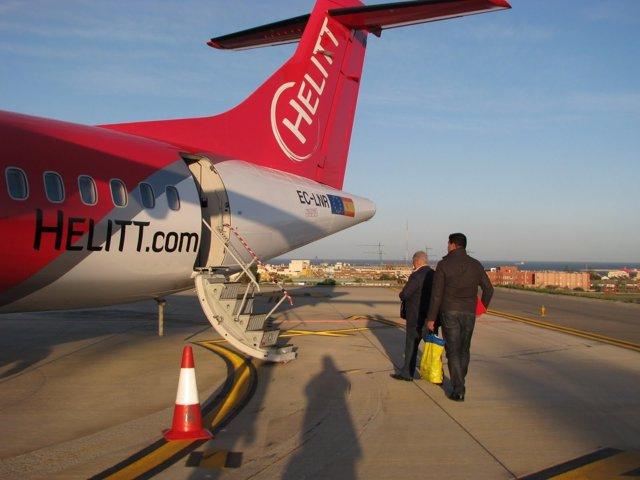 Avión de Helitt en el Aeropuerto de Melilla