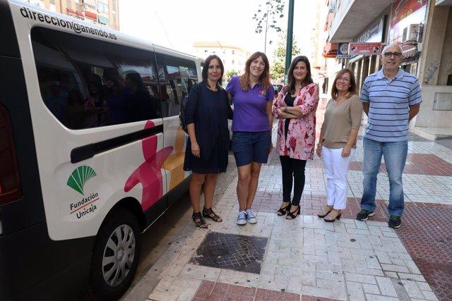 Fundación Unicaja dona a la asociación Anendo una furgoneta