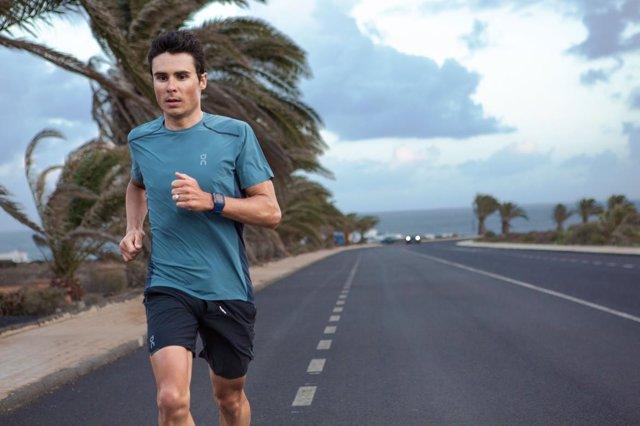 Javier Gómez Noya, triatleta español con la ropa de On
