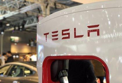 Las acciones de Tesla abren con una caída del 2,6% después de que Musk se burlara de la SEC en Twitter