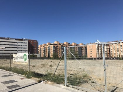 El Ayuntamiento firma el convenio para ceder la parcela a la Comunidad de cara a construir un nuevo IES en Rejas