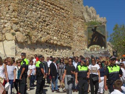 Más de 10.000 romeros acompañan a la centenaria imagen del Cristo del Paño en Moclín (Granada)